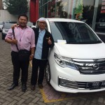 Foto Penyerahan Unit 1 Sales Marketing Mobil Dealer Nissan Surabaya Dodi Dwi