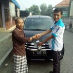 Foto Penyerahan Unit 1 Sales Marketing Mobil Dealer Suzuki Lamongan Nanang