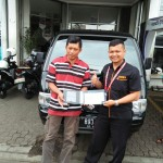 Foto Penyerahan Unit 1 Sales Marketing Mobil Dealer Suzuki Sukabumi Iim