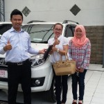 foto-penyerahan-unit-1-sales-marketing-mobil-dealer-toyota-purbalingga-januar-citra