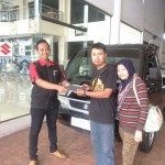 Foto Penyerahan Unit 10 Sales Marketing Dealer Mobil Suzuki Pati Ryan