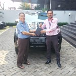 Foto Penyerahan Unit 10 Sales Marketing Mobil Dealer Nissan Ardy