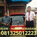 foto-penyerahan-unit-12-sales-marketing-mobil-dealer-honda-semarang-alvin