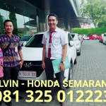 foto-penyerahan-unit-2-sales-marketing-mobil-dealer-honda-semarang-alvin