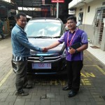 Foto Penyerahan Unit 2 Sales Marketing Mobil Dealer Suzuki Sukabumi Iim