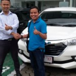 foto-penyerahan-unit-2-sales-marketing-mobil-dealer-toyota-purbalingga-januar-citra