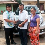 Foto Penyerahan Unit 3 Sales Marketing Dealer Mobil Daihatsu Cibitung Dea Pradita, S.Pd - MobilNewCom
