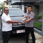 foto-penyerahan-unit-3-sales-marketing-mobil-dealer-toyota-purbalingga-januar-citra