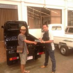 Foto Penyerahan Unit 4 Sales Marketing Dealer Mobil Suzuki Pati Ryan