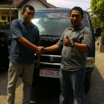 Foto Penyerahan Unit 4 Sales Marketing Mobil Dealer Suzuki Kudus Dimas Bustanul