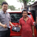 foto-penyerahan-unit-4-sales-marketing-mobil-dealer-toyota-purbalingga-januar-citra