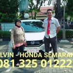 foto-penyerahan-unit-5-sales-marketing-mobil-dealer-honda-semarang-alvin