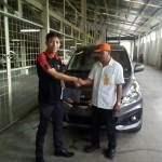Foto Penyerahan Unit 5 Sales Marketing Mobil Dealer Suzuki Lamongan Nanang