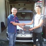 Foto Penyerahan Unit 5 Sales Marketing Mobil Dealer Suzuki Sidoarjo Robby