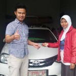 foto-penyerahan-unit-5-sales-marketing-mobil-dealer-toyota-purbalingga-januar-citra