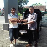 Foto Penyerahan Unit 8 Sales Marketing Dealer Mobil Suzuki Pati Ryan