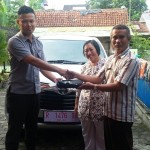foto-penyerahan-unit-8-sales-marketing-mobil-dealer-toyota-purbalingga-januar-citra