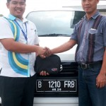 Foto Penyerahan Unit 9 Sales Marketing Dealer Mobil Daihatsu Cibitung Dea Pradita, S.Pd - - MobilNewCom