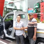 Foto Penyerahan Unit 1 Sales Marketing Mobil Dealer Daihatsu Pati Arif