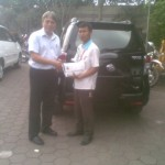 Foto Penyerahan Unit 1 Sales Marketing Mobil Dealer Daihatsu Sumedang Dian