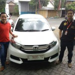 Foto Penyerahan Unit 1 Sales Marketing Mobil Dealer Honda Leo