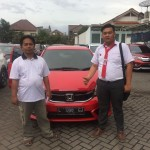 Foto Penyerahan Unit 1 Sales Marketing Mobil Dealer Honda Sidoarjo Handoyo