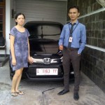 Foto Penyerahan Unit 1 Sales Marketing Mobil Honda Gresik Bayu Krisdianto