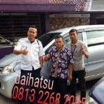Foto Penyerahan Unit 10 Sales Marketing Mobil Dealer Daihatsu Sumedang Dian Kora