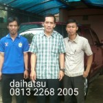 Foto Penyerahan Unit 11 Sales Marketing Mobil Dealer Daihatsu Sumedang Dian Kora