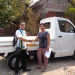 Foto Penyerahan Unit 12 Sales Marketing Mobil Dealer Daihatsu Pati Arif