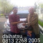 Foto Penyerahan Unit 12 Sales Marketing Mobil Dealer Daihatsu Sumedang Dian Kora