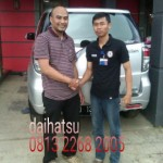 Foto Penyerahan Unit 13 Sales Marketing Mobil Dealer Daihatsu Sumedang Dian Kora
