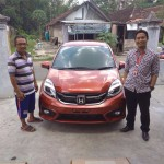 Foto Penyerahan Unit 2 Sales Marketing Mobil Dealer Honda Leo