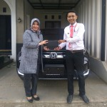 Foto Penyerahan Unit 2 Sales Marketing Mobil Dealer Honda Purwokerto Choky