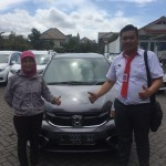 Foto Penyerahan Unit 2 Sales Marketing Mobil Dealer Honda Sidoarjo Handoyo