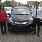 Foto Penyerahan Unit 2 Sales Marketing Mobil Honda Gresik Bayu Krisdianto