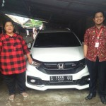 Foto Penyerahan Unit 3 Sales Marketing Mobil Dealer Honda Leo