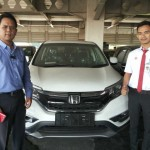 Foto Penyerahan Unit 4 Sales Marketing Mobil Honda Gresik Bayu Krisdianto