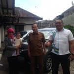Foto Penyerahan Unit 6 Sales Marketing Mobil Dealer Daihatsu Iman