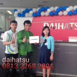 Foto Penyerahan Unit 8 Sales Marketing Mobil Dealer Daihatsu Sumedang Dian Kora