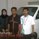 Foto Penyerahan Unit 9 Sales Marketing Mobil Dealer Daihatsu Sumedang Dian Kora