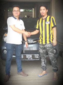 Sales Marketing Mobil Dealer Daihatsu Indah Derry