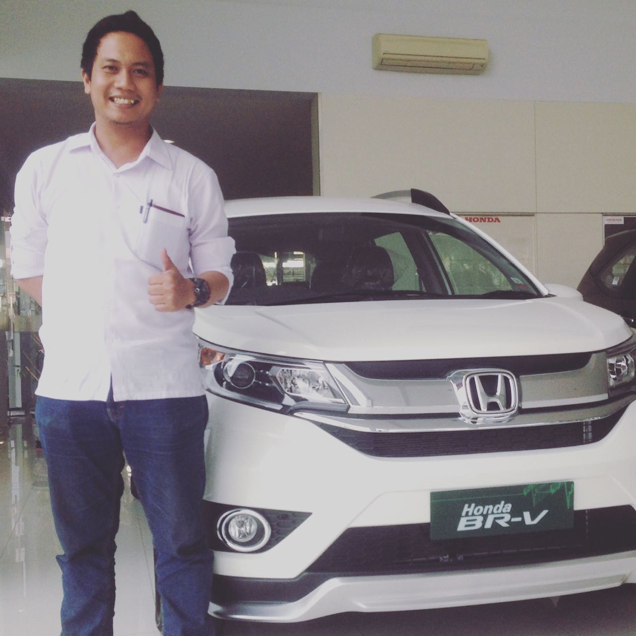 Sales Marketing Mobil Dealer Honda Mojokerto Leo