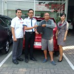 Foto Penyerahan Unit 1 Sales Marketing Datsun Arya