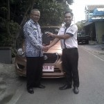 Foto Penyerahan Unit 1 Sales Marketing Mobil Dealer Datsun Sukoharjo Mekie Muktafi