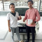 Foto Penyerahan Unit 1 Sales Marketing Mobil Dealer Toyota Adrian