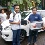 Foto Penyerahan Unit 1 Sales Marketing Mobil Dealer datsun Fajar