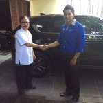Foto Penyerahan Unit 1 Sales Marketing Mobil Mazda Surabaya Donny