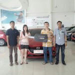 Foto Penyerahan Unit 12 Sales Marketing Mobil Dealer Mazda Makassar Syahrir