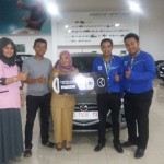 Foto Penyerahan Unit 14 Sales Marketing Mobil Dealer Mazda Makassar Syahrir